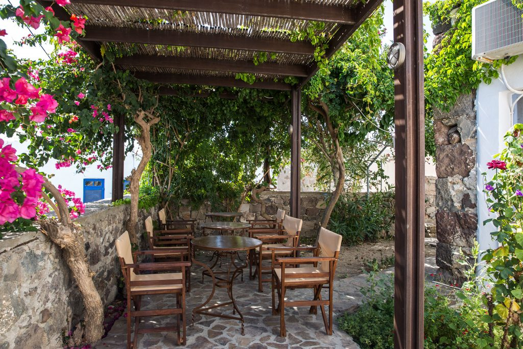 APARTMENT 2-3 PAX GARDEN VIEW-EfisApartments-Milos-Tripiti